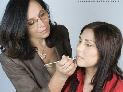 Trucco correttivo sopracciglia e labbra
